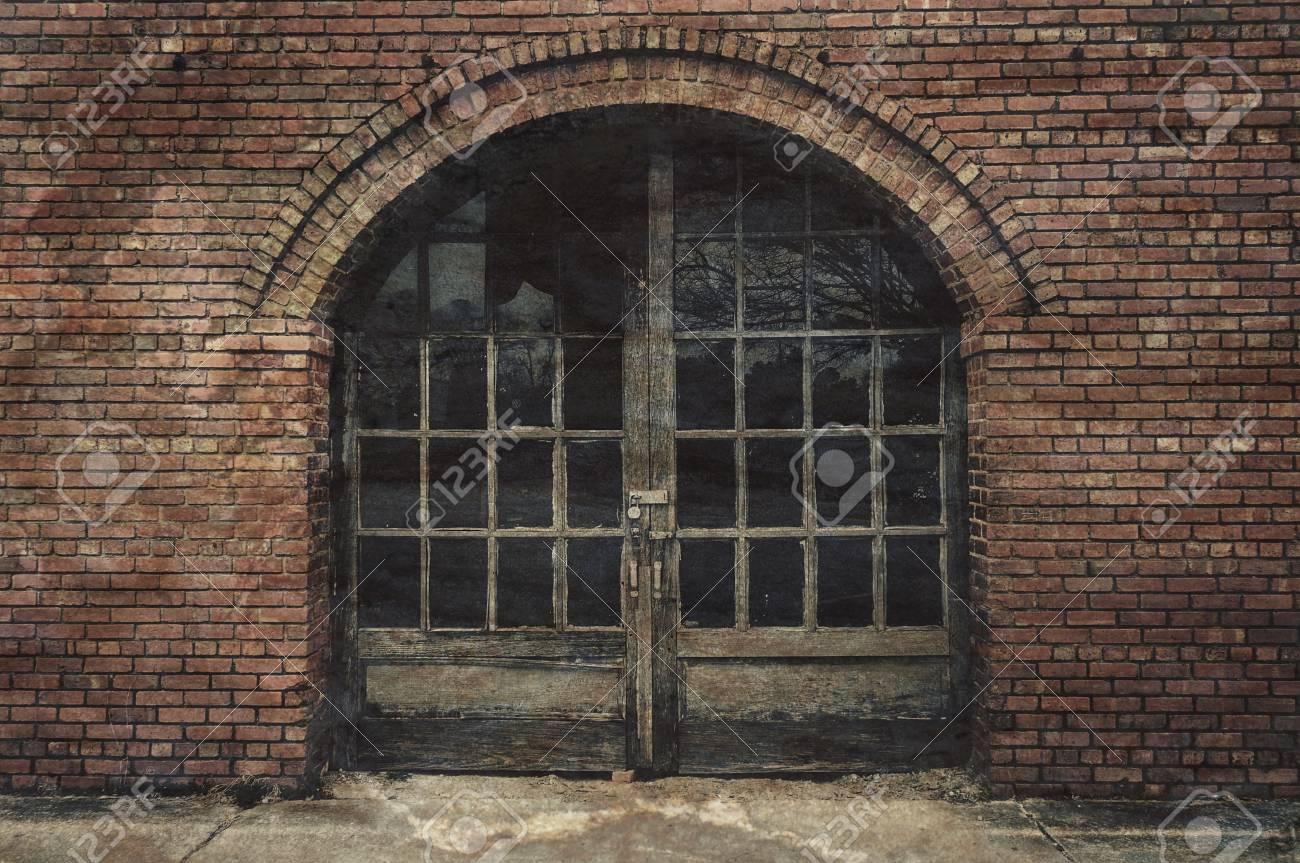 Old Brick Building With Archway Door Entrance Stock Photo - 93283850 & Old Brick Building With Archway Door Entrance Stock Photo Picture ...