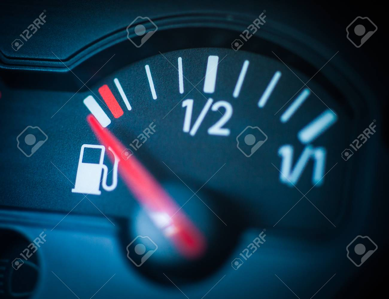 Empty fuel tank - 111558388
