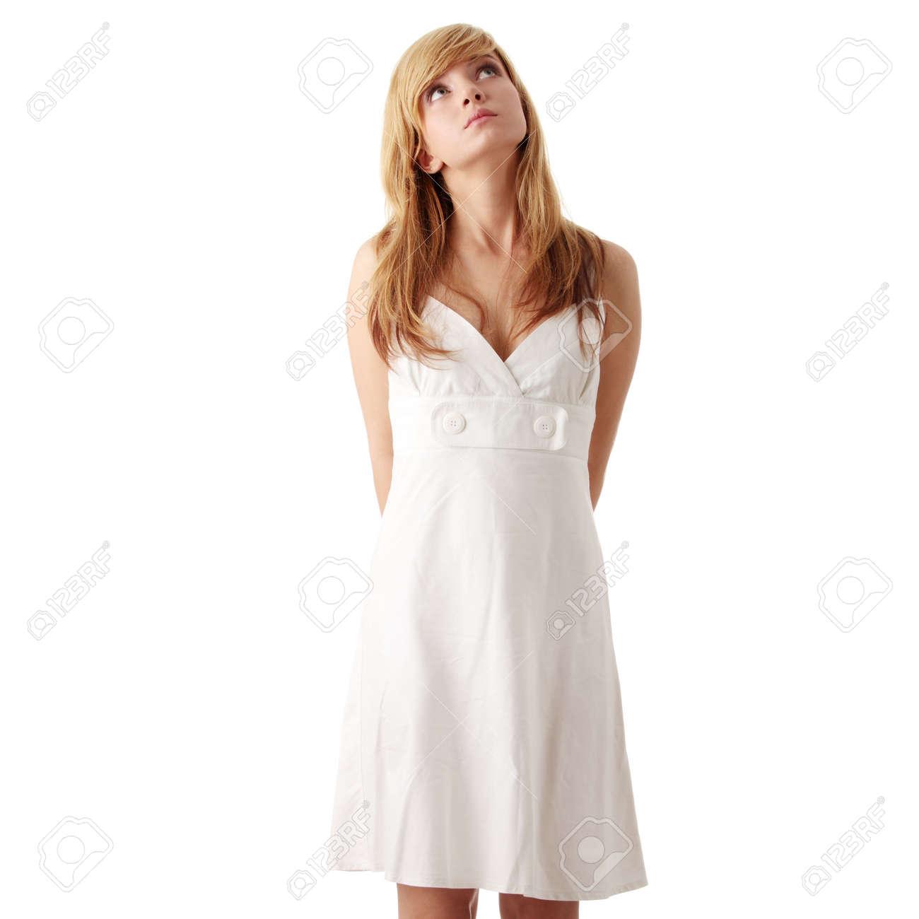 gedetailleerde look enorme selectie van outlet verkoop Teen meisje in witte jurk, geïsoleerd op witte achtergrond