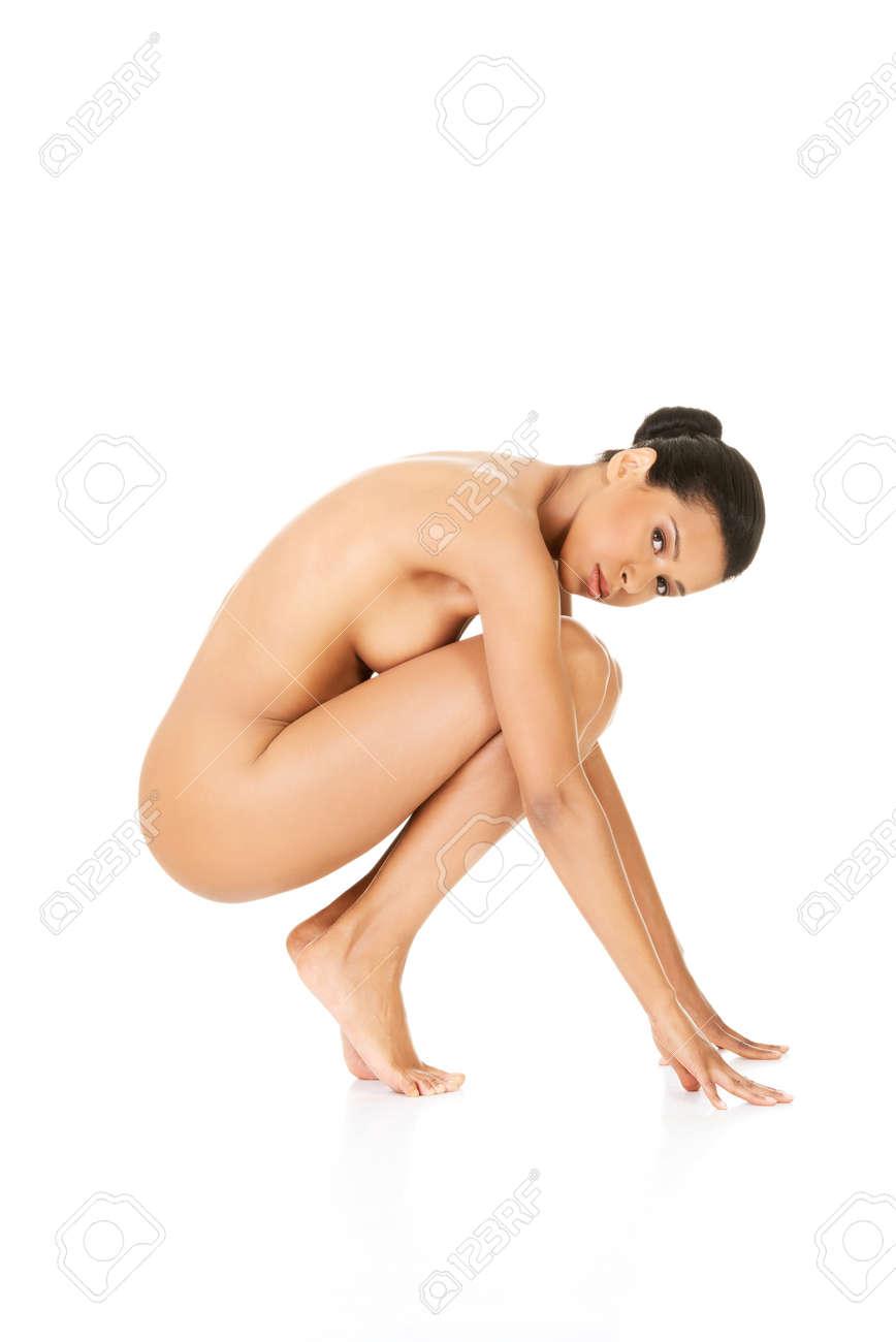 Frau nackt in der hocke