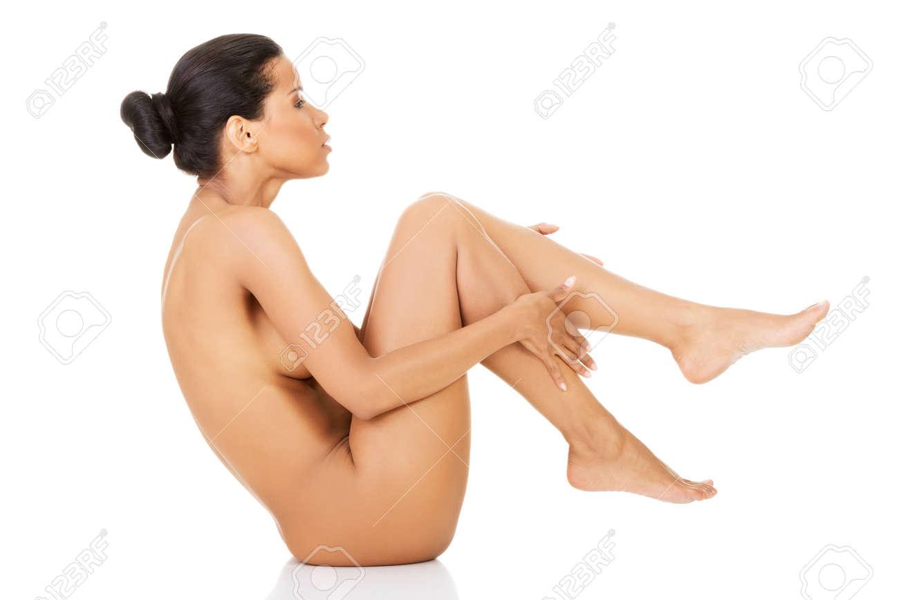 Nackt in der hocke frauen Pinkeln In