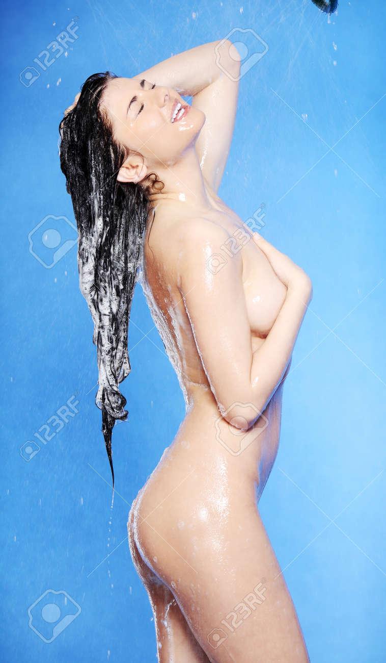 Babe nude fitness women in shower strip