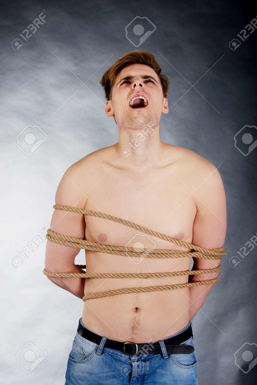 Nackt gefesselt mann Gefesselt