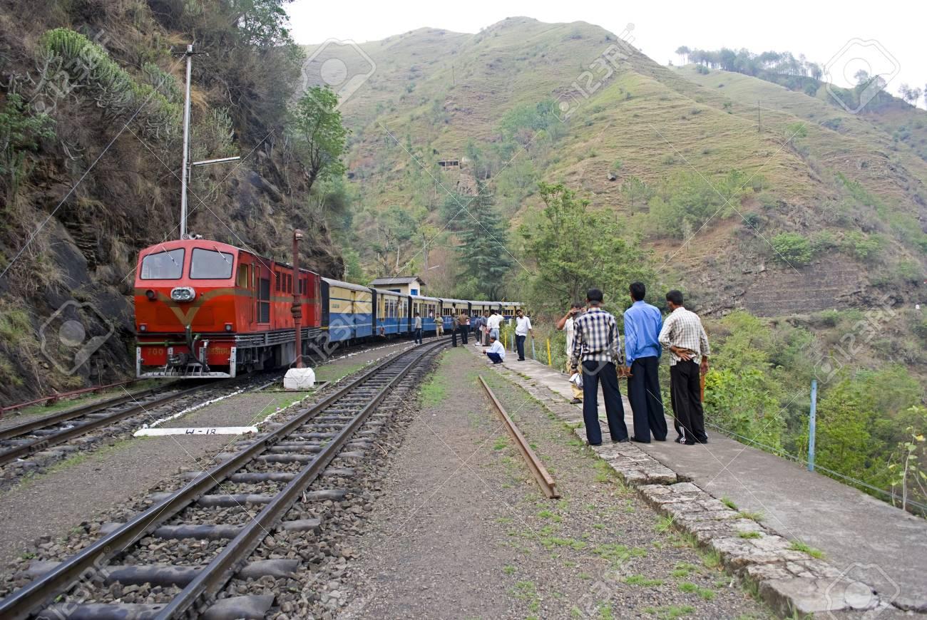 UnescoEl De 7 ShimlaPatrimonio Kalka En Humanidad Tren Del 96 La Julio Juguete Ferrocarril Montañosos Los Km Un 2009 29DHEI