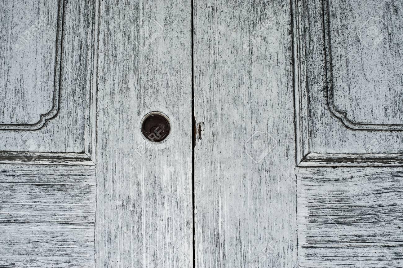 Das äußere Türfenster Und Die Wand Eines Vintage Holzhauses Standard Bild    74674133