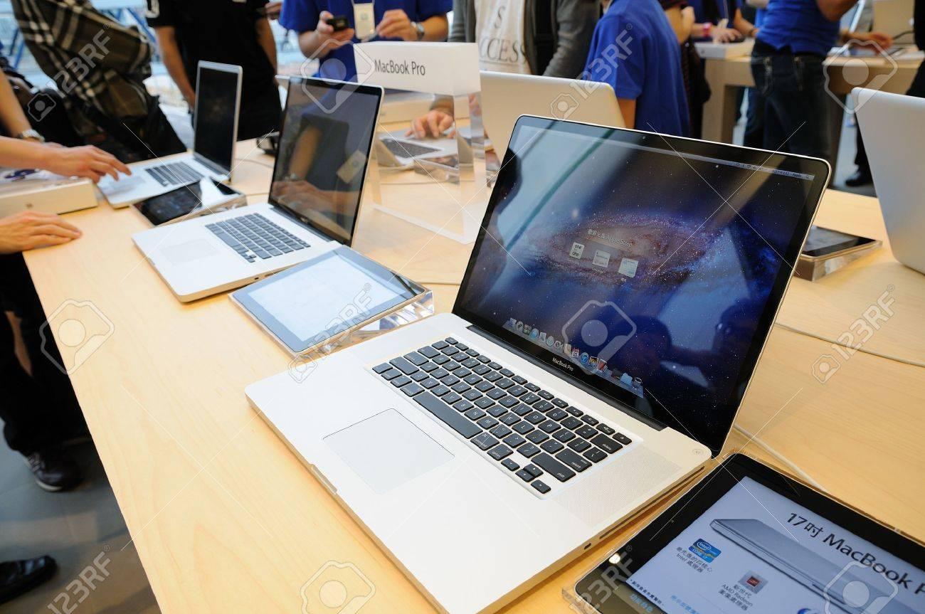 Macbook pro display in Hong Kong Apple store