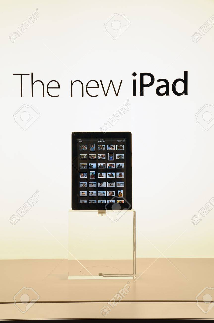 Window display of The new iPad in Hong Kong Apple store Stock Photo - 15370356