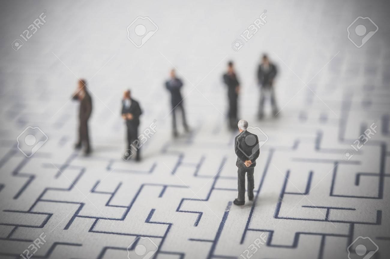 Maze and businessmen, miniature, - 51947295