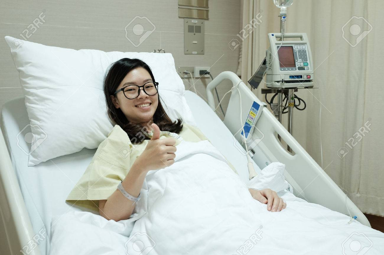 Attirant Asian Patient Girl Thumbs Up And Smile While Lying On Hospital Bed Stock  Photo   50202332
