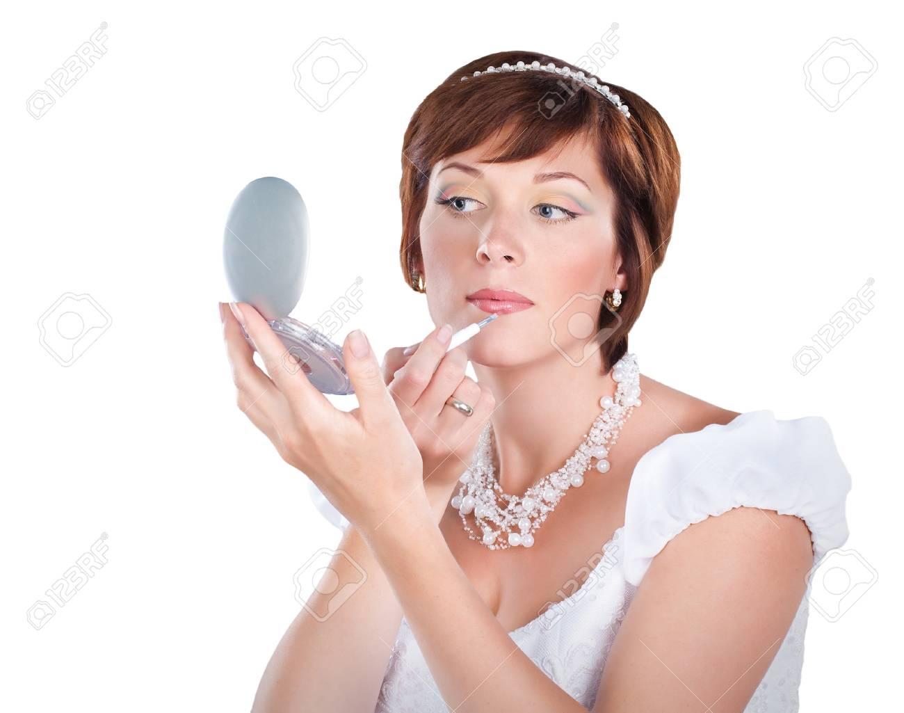 Joven Novia Está Haciendo Maquillaje Aisladas Sobre Fondo Blanco ...