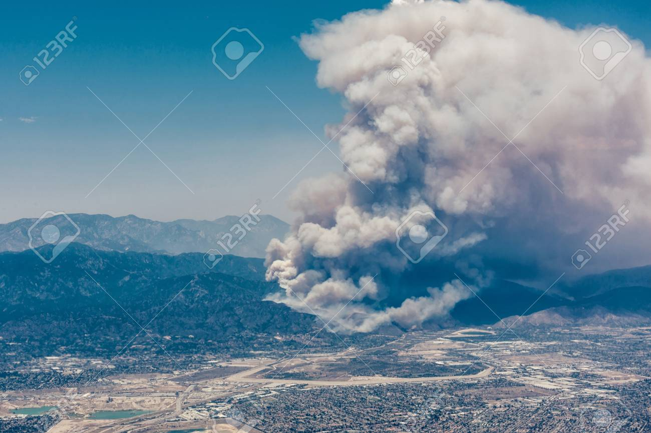 Fires burning in the mountains in north Los Angeles - 84183556