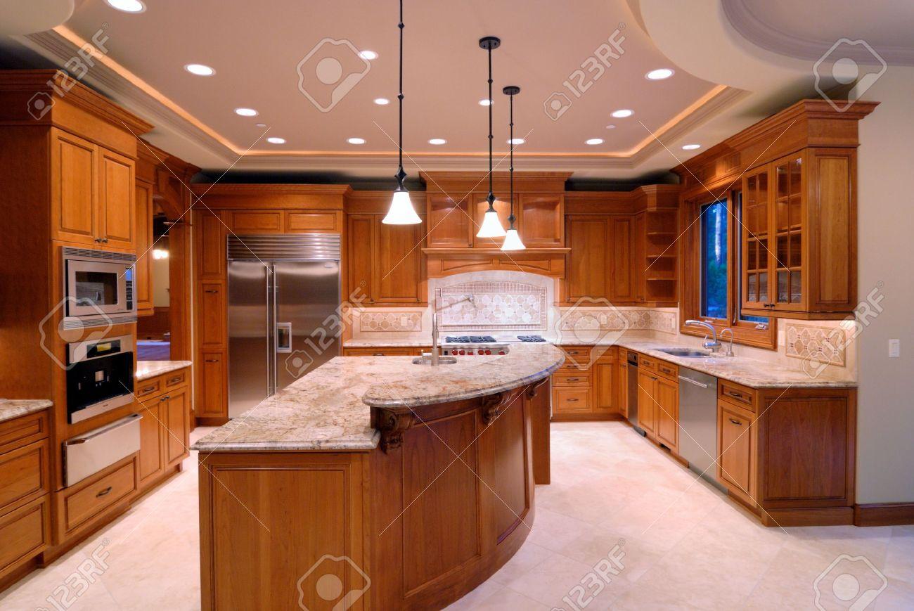 Grosse küche lizenzfreie bilder 2257280
