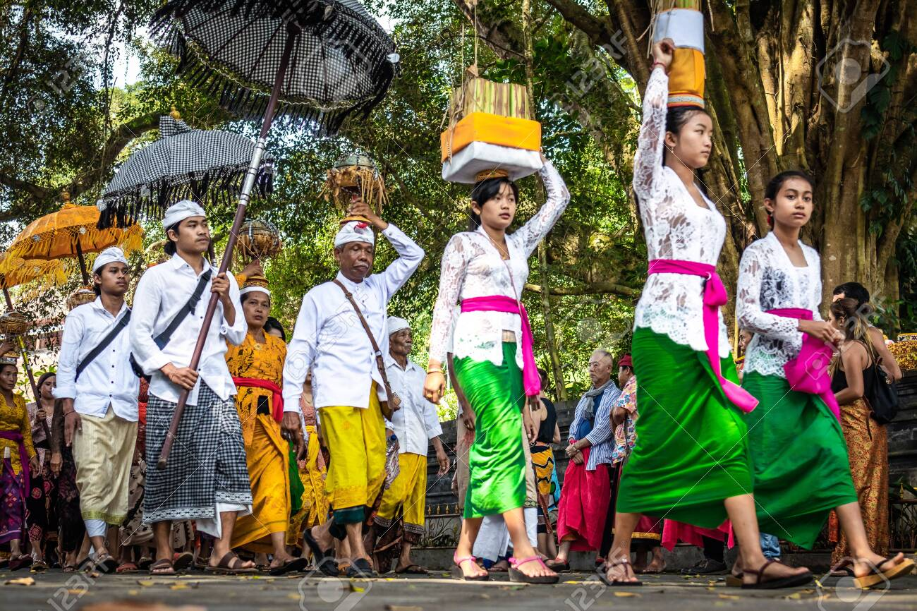Bali Indonesia September 25 2018 Balinese Women In Traditional