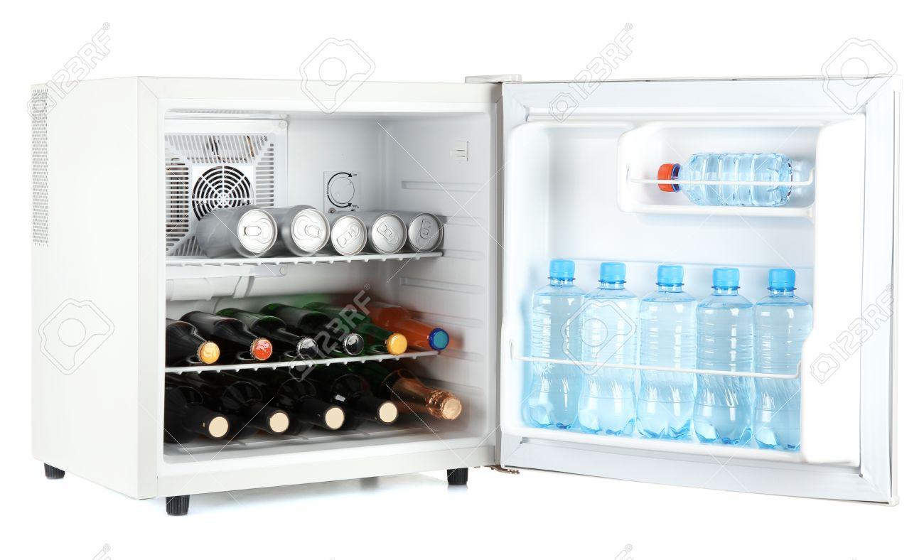 Kleiner Kühlschrank Für Flaschen : Mini kühlschrank voller flaschen alkoholische getränke und wasser