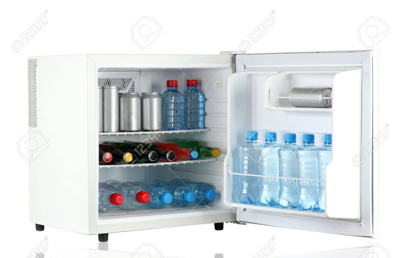 Mini Kühlschrank Für Flaschen : Mini kühlschrank voller flaschen und gläser mit verschiedenen