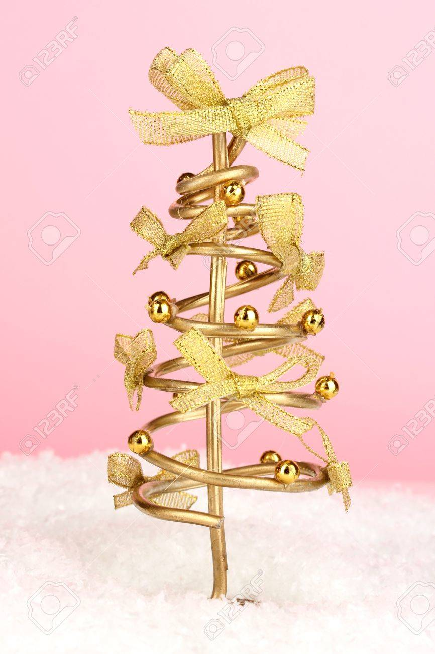 Wire Christmas tree on pink background Stock Photo - 17263899