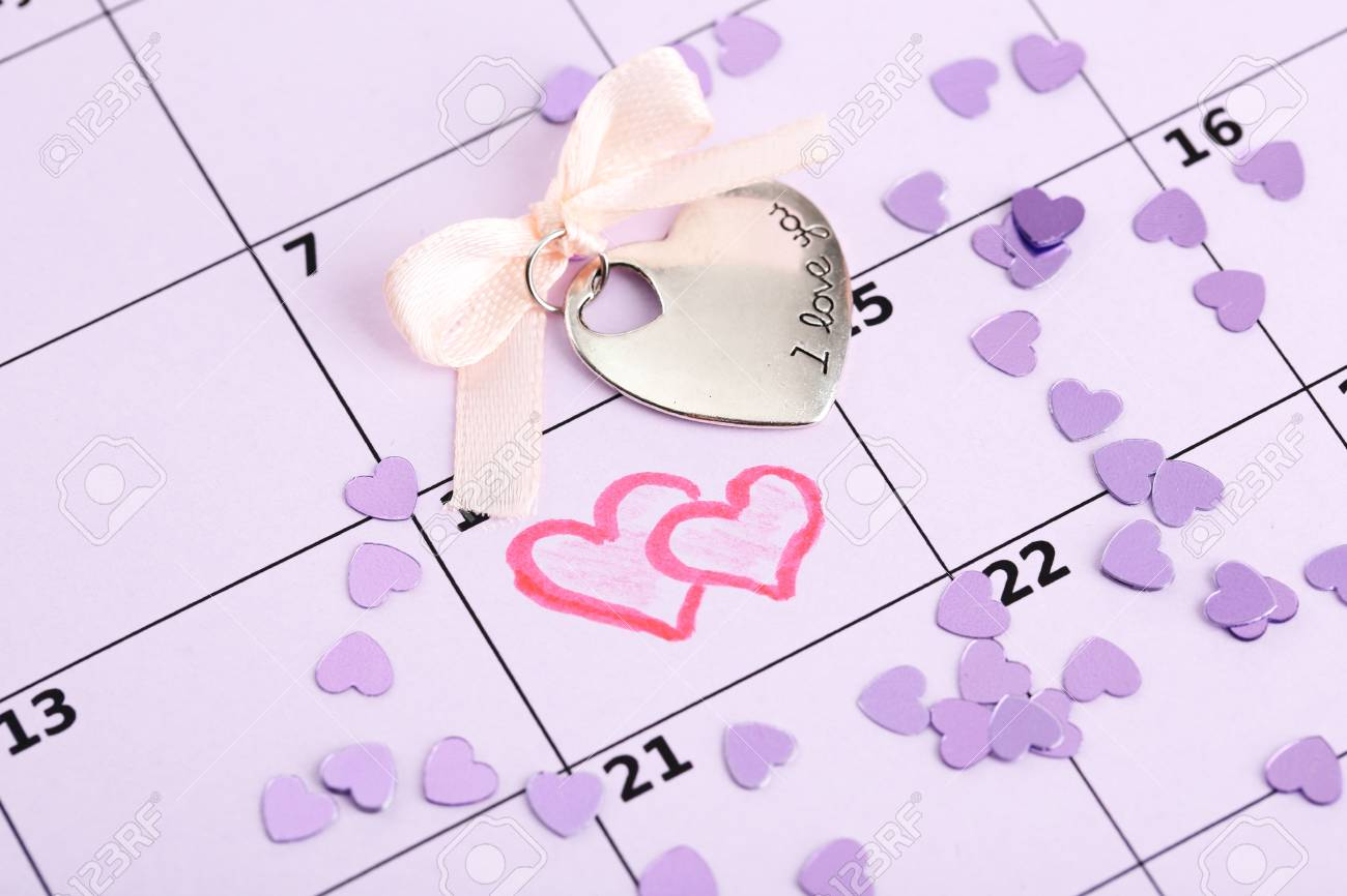 Notes on the calendar (valentines day), close-up Stock Photo - 17292007