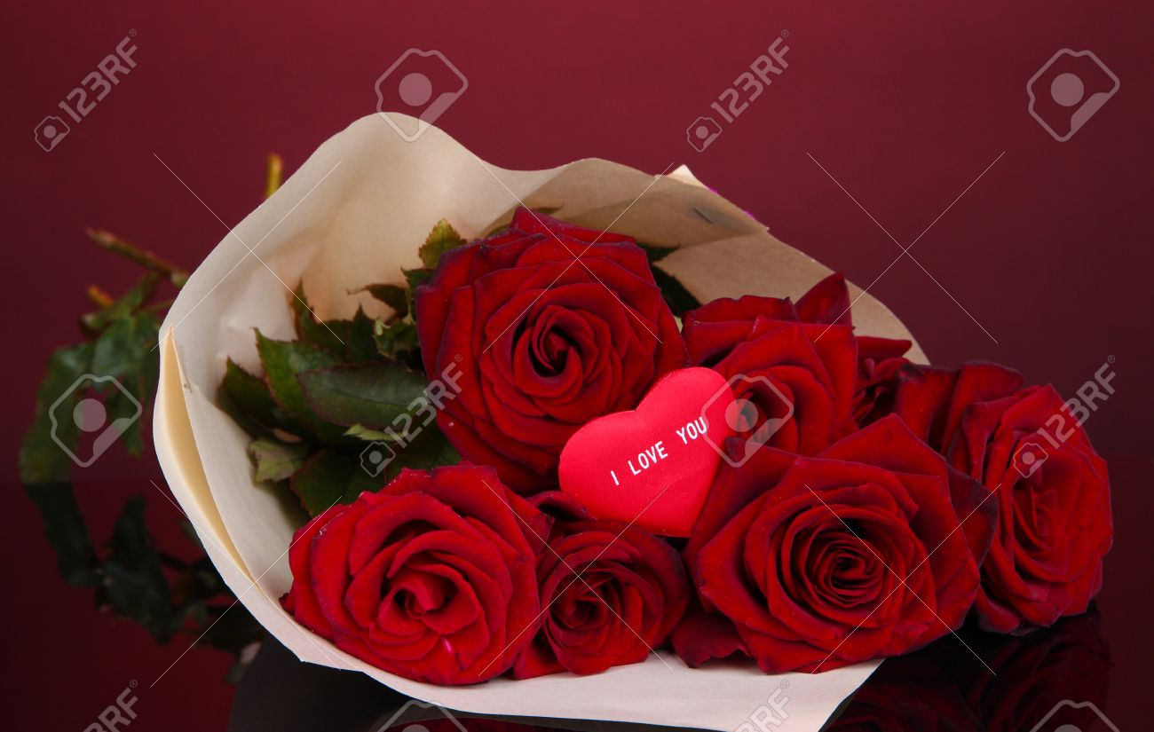 beautiful bouquet of red roses with valentine on red background, Natural flower