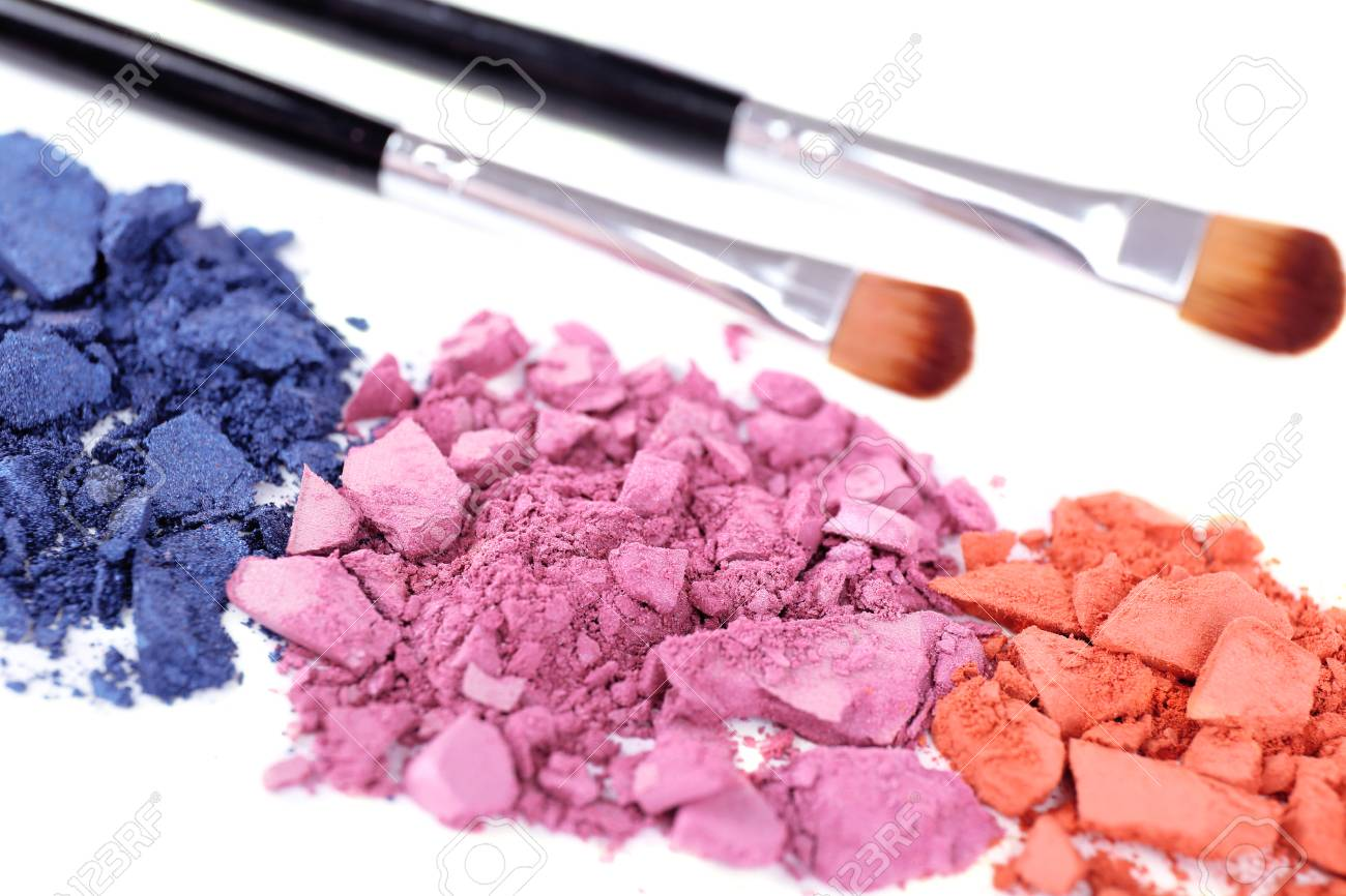 Crushed eyeshadow with brushes isolated on white Stock Photo - 28223462