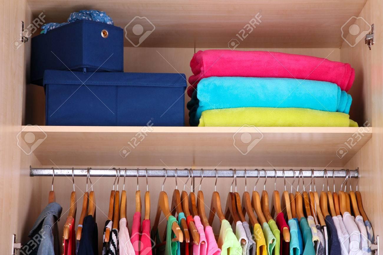 Bunte Kleiderschranke Bettwasche Grau Gestreift