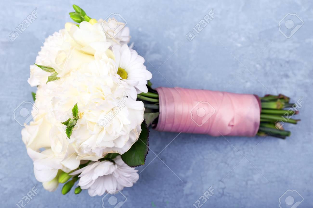 Schone Hochzeitsstrauss Auf Holz Lizenzfreie Fotos Bilder Und Stock