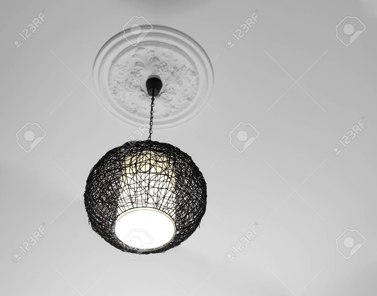 Moderne Kronleuchter Mit Schirm ~ Kronleuchter aus glas und lackiertes metall für die modernen