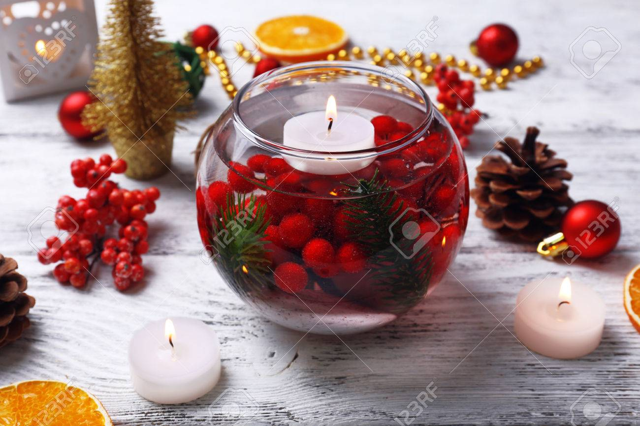 Christmas Floating Candles.Floating Candles In Water And Christmas Decor