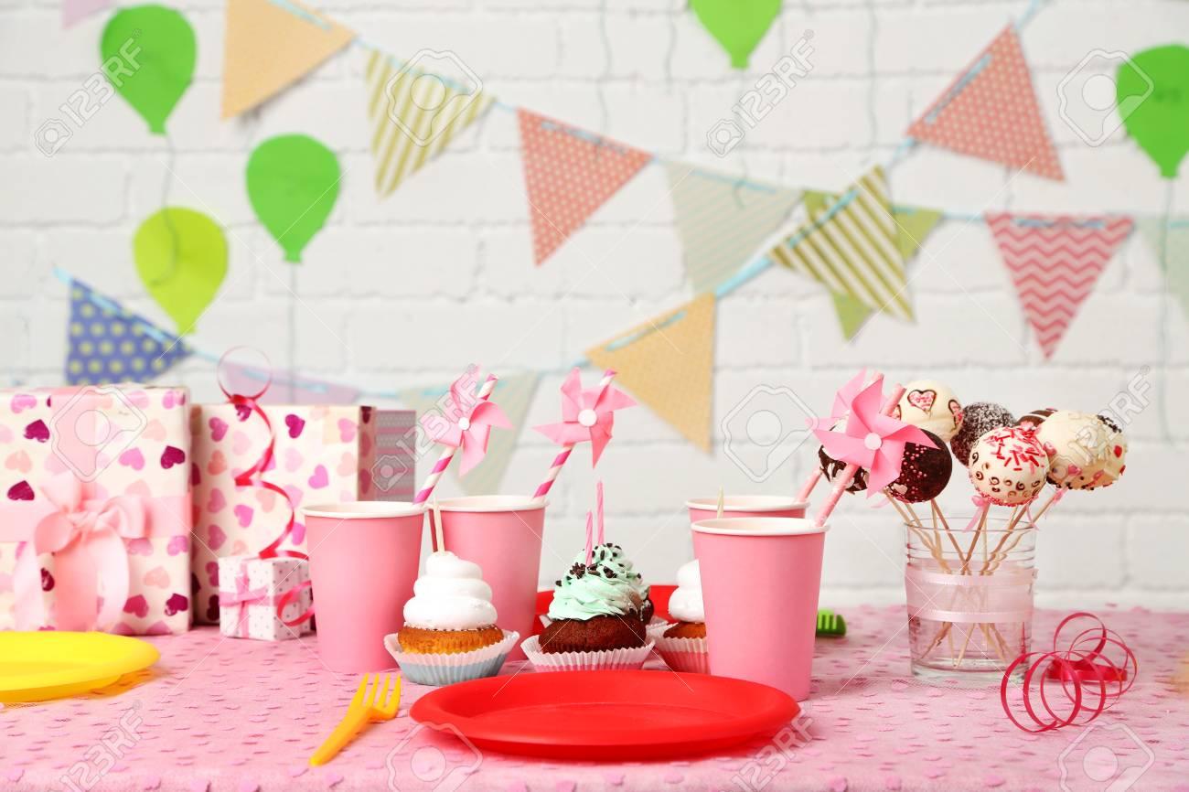 Tavolo Compleanno Bambina : Tavolo di compleanno preparata per i bambini partito foto royalty