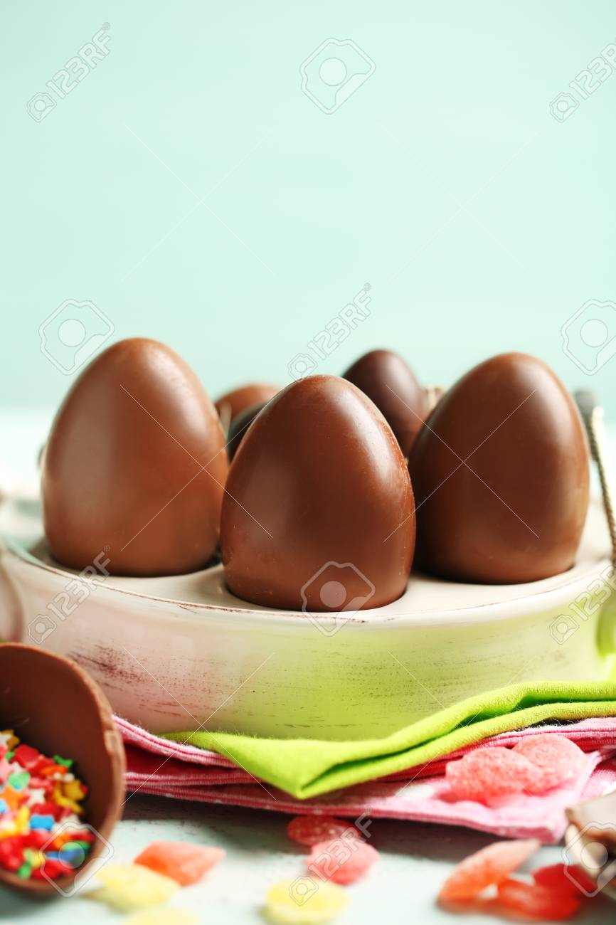 Chocolate Easter Eggs On Plate, On Color Wooden Background Stock Photo    39421168