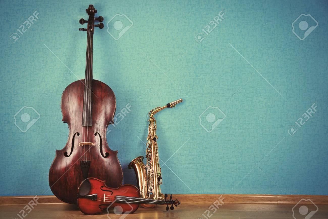 ターコイズで楽器の壁紙の背景 の写真素材 画像素材 Image 44898680