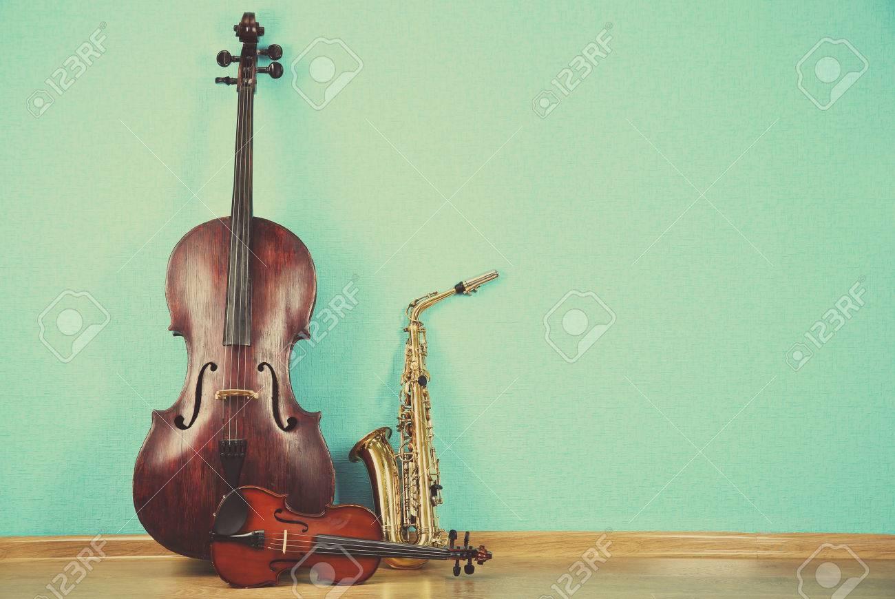 ターコイズで楽器の壁紙の背景 の写真素材 画像素材 Image 45178212