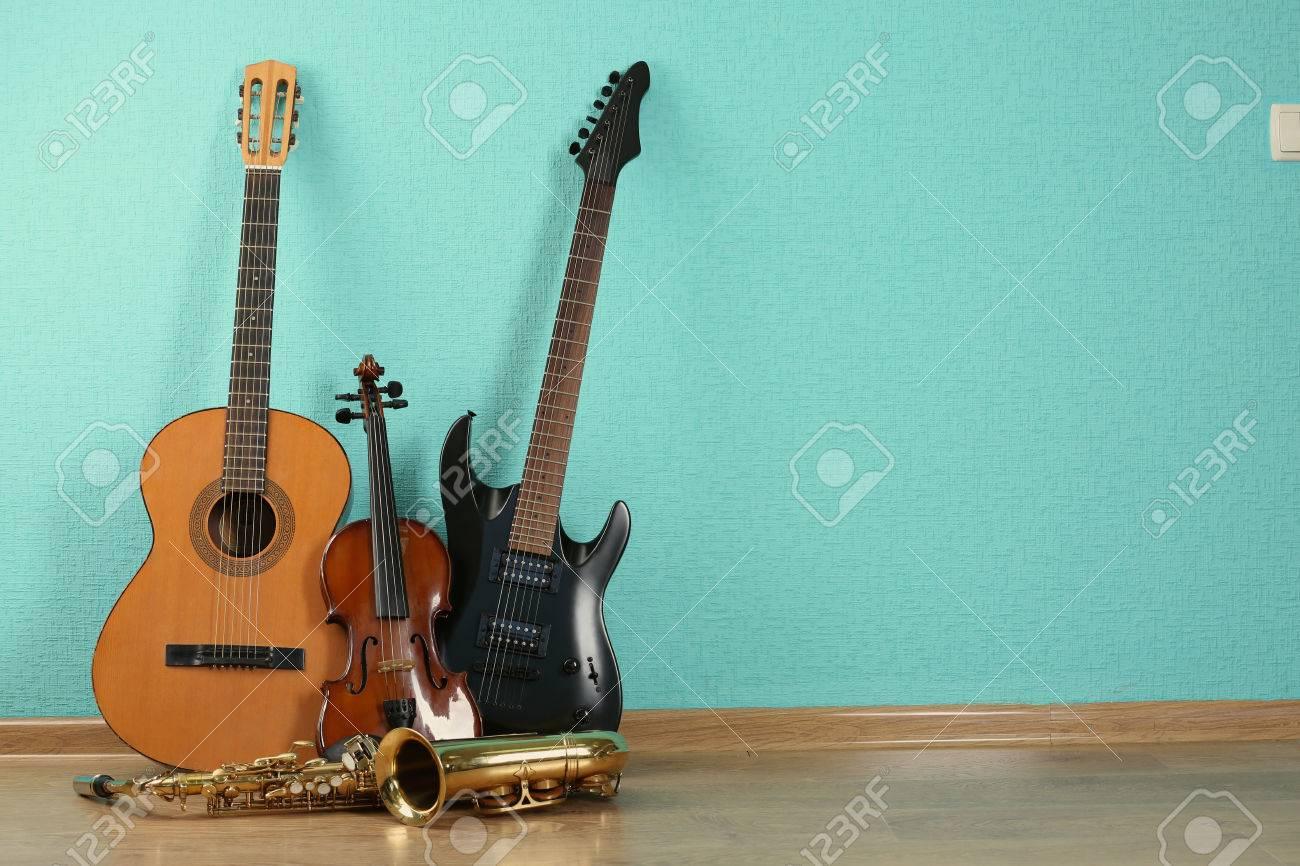ターコイズで楽器の壁紙の背景 の写真素材 画像素材 Image 45891082
