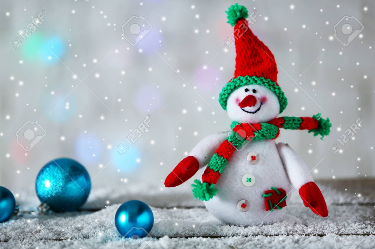 48744132 cute snowman on christmas background