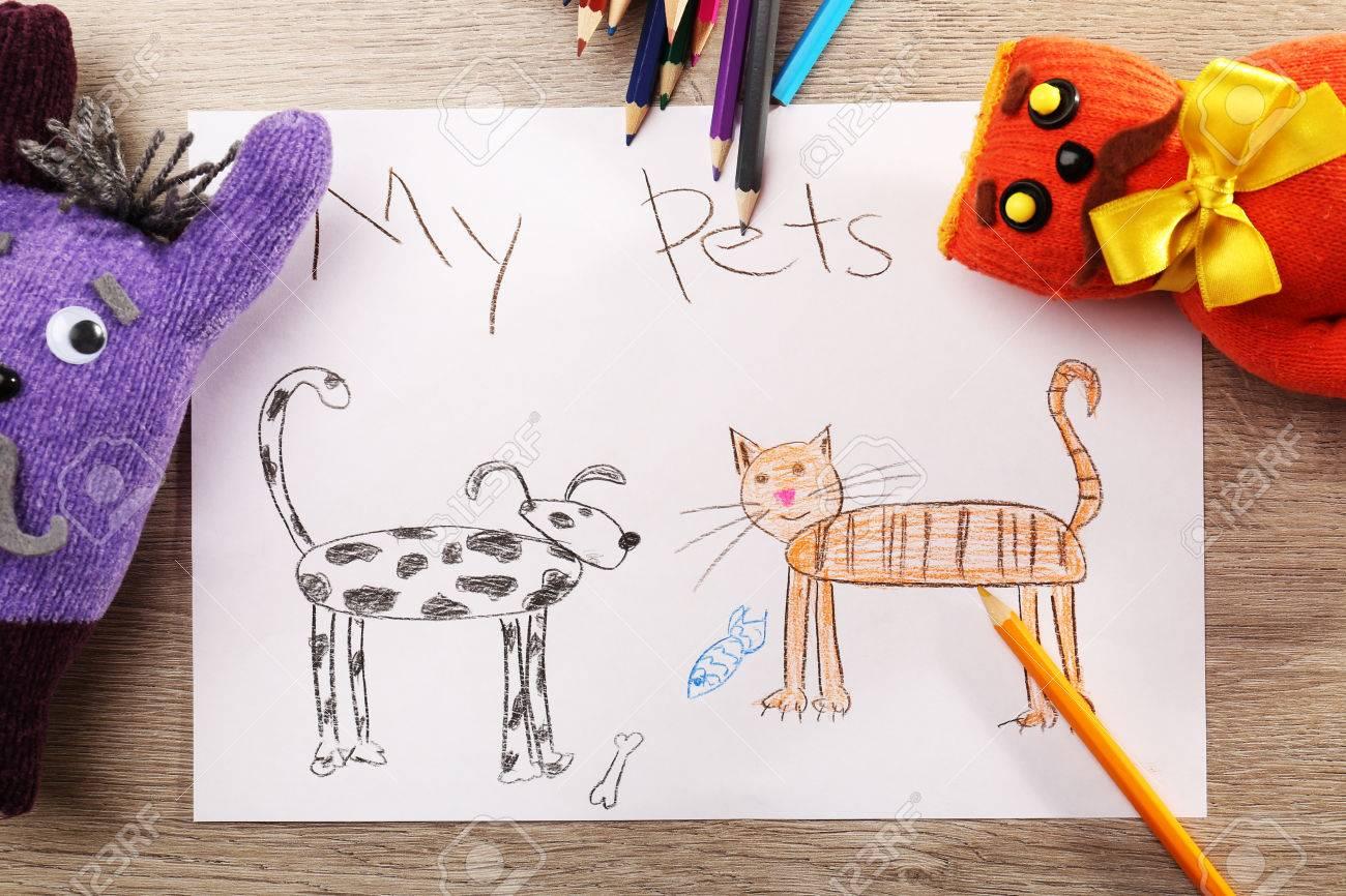 Con En Niños La Juguetes MaderaCerca Papel Una Hoja Dibujo Mesa Blanca Los De xedCBo