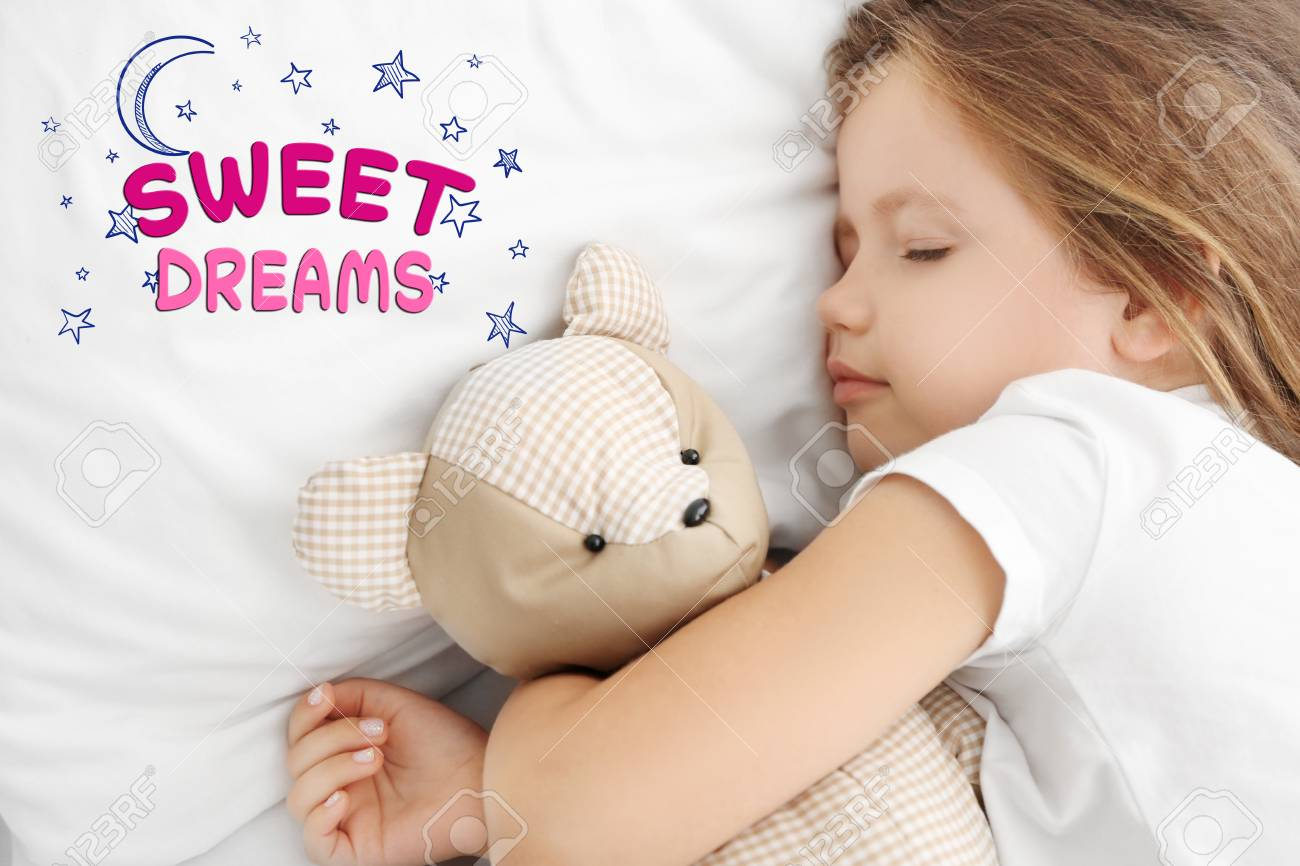 bc9e58468416 Cute little girl sleeping with teddy bear in bed Stock Photo - 105018142