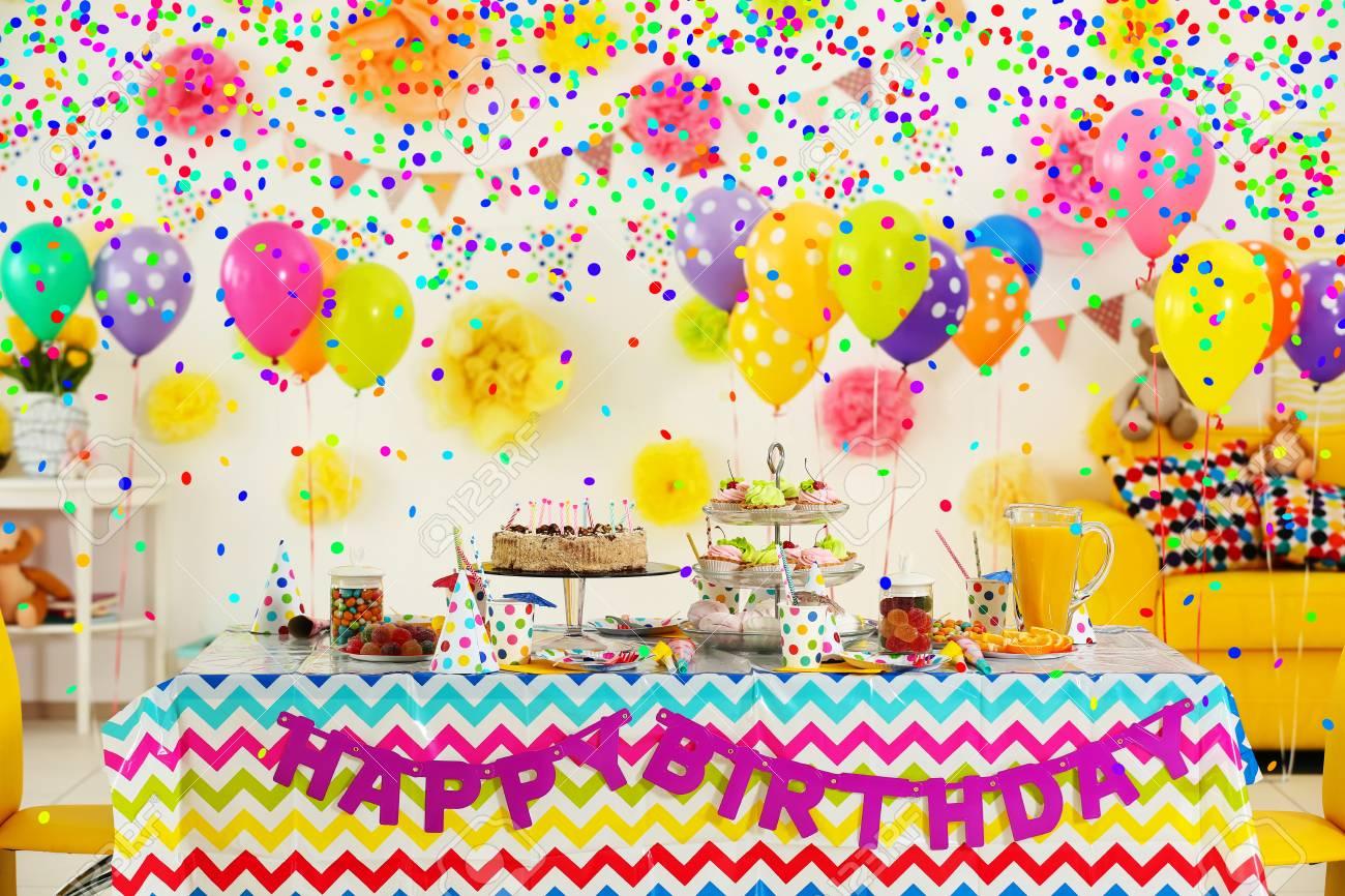 Banque Du0027images   Table à Dessert Colorée Avec Décoration Pour Anniversaire  Du0027enfant