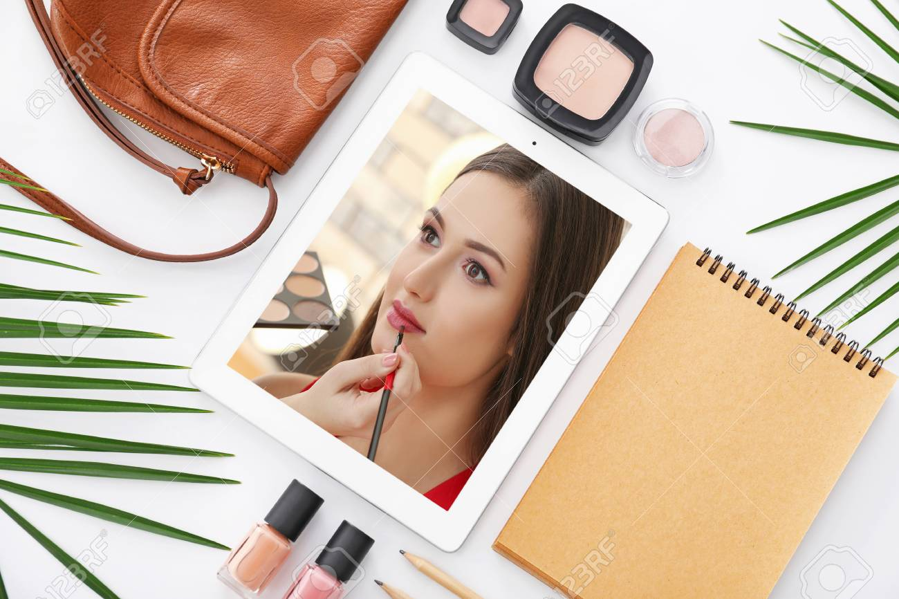 Tablet With Online Training Video For Professional Makeup Artist