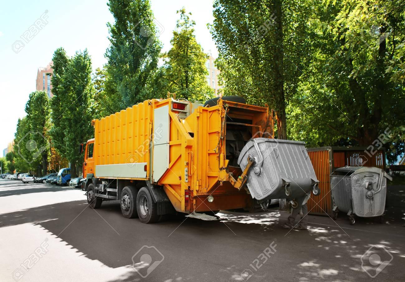 Garbage truck outdoor - 96942656
