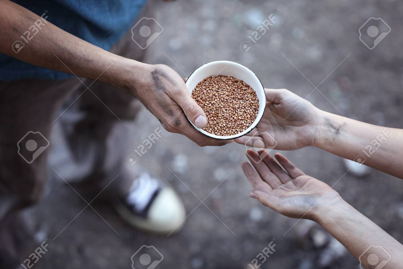 Poor man sharing food with woman - 97796008