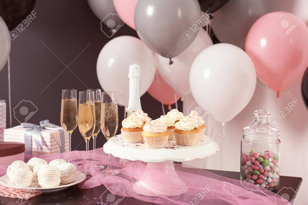 Party Treats On Table In Room Decorated With Balloons Lizenzfreie