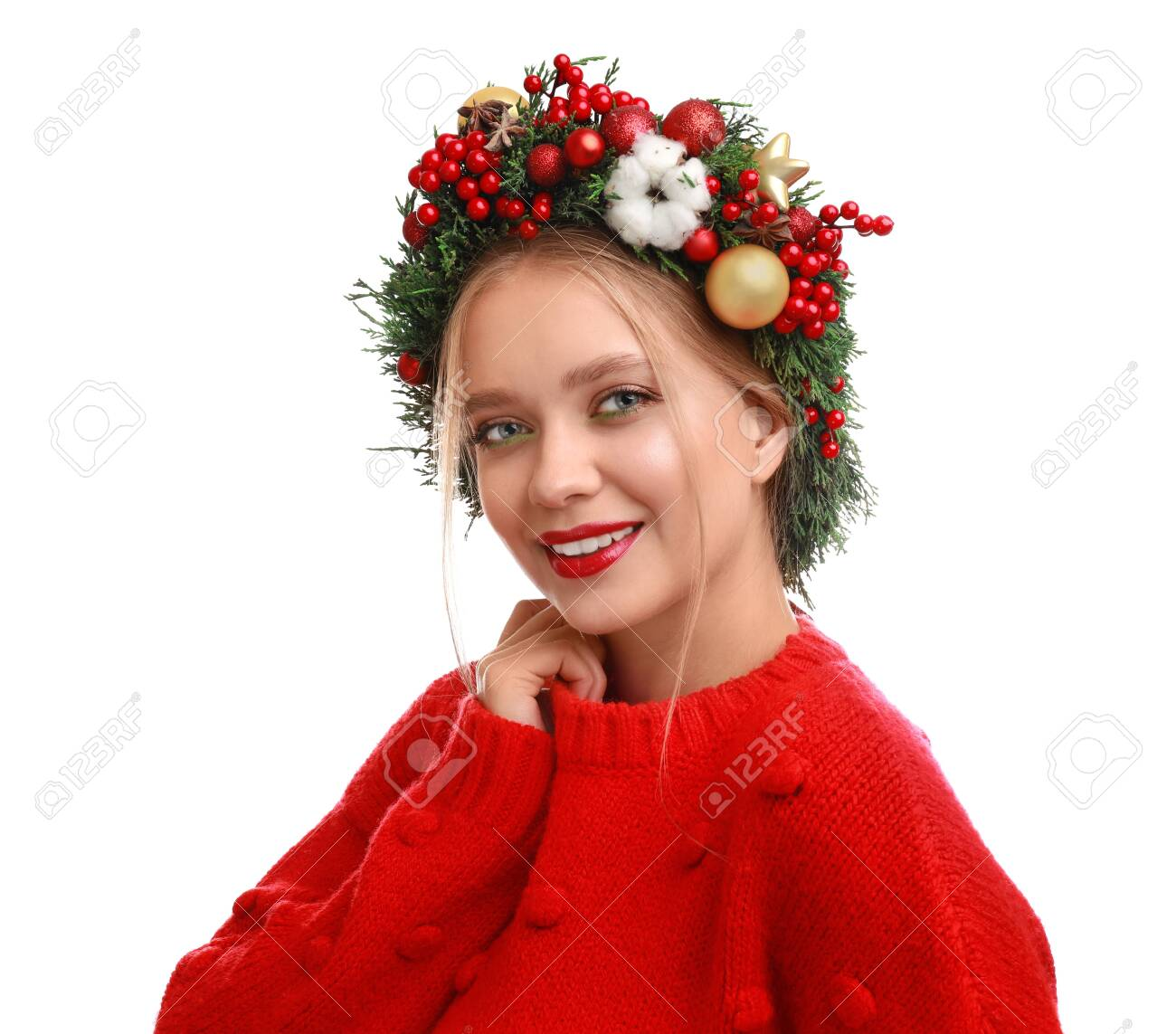 Beautiful young woman wearing Christmas wreath on white background - 129978872