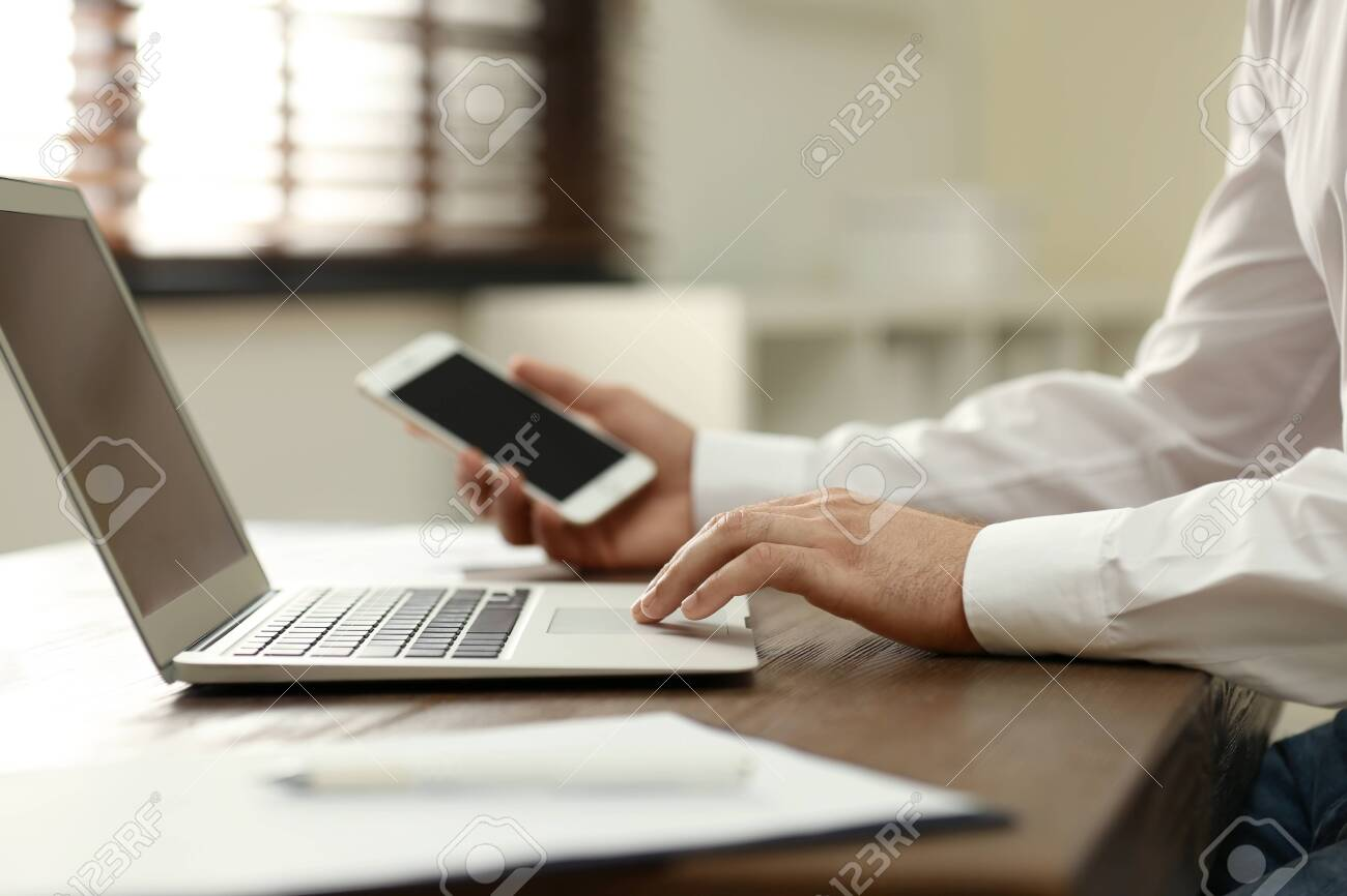 Business trainer working at table in office, closeup - 129795301