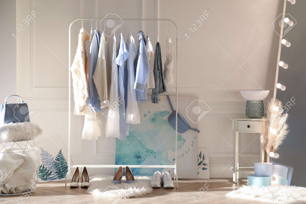 Dressing room interior with clothing rack and mirror - 166765413