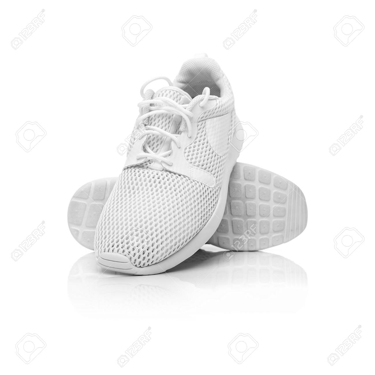 White unbranded sneakers. - 71927619