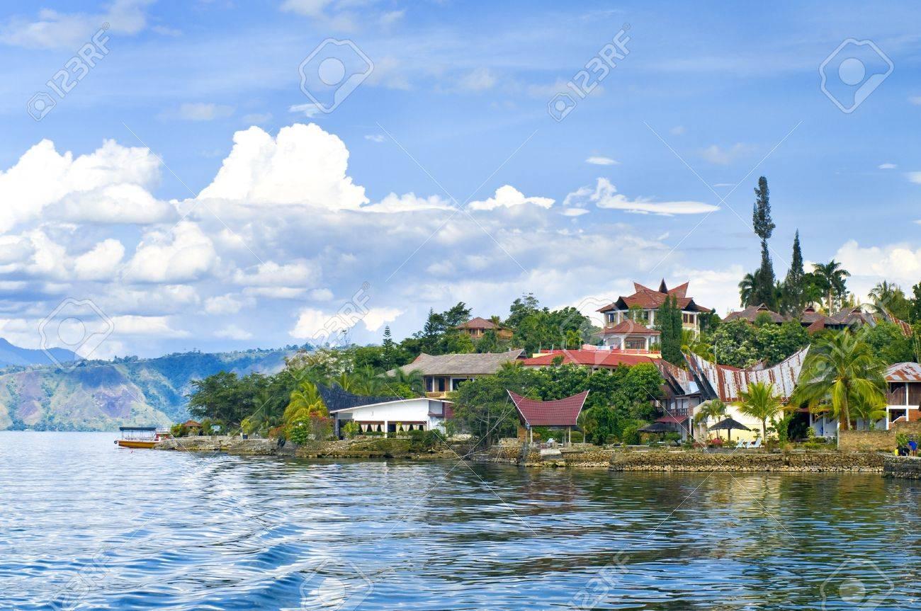 トゥクトゥクの村。Samosir の島...