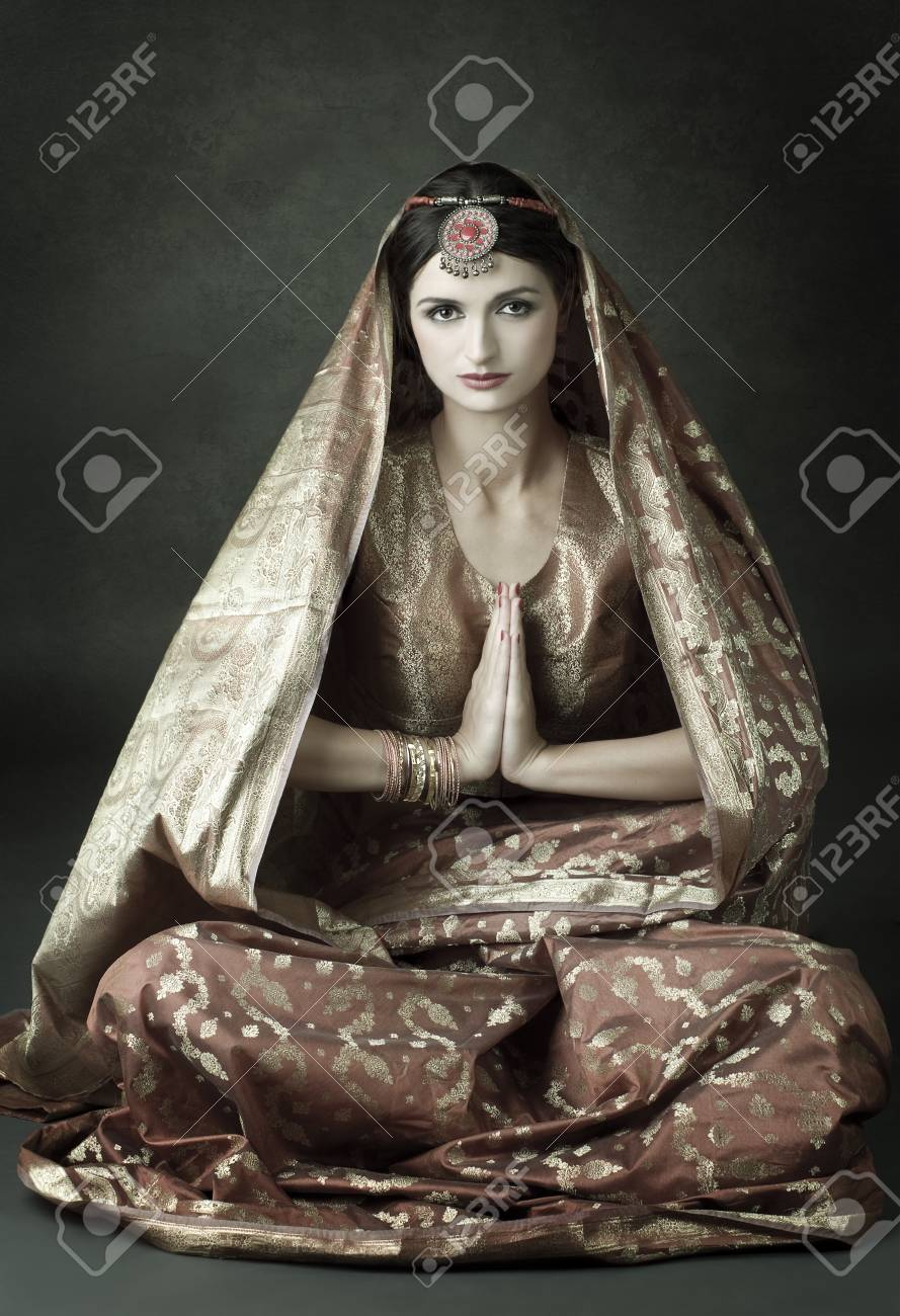 Beautiful indian brunette in traditional costume Stock Photo - 12409253
