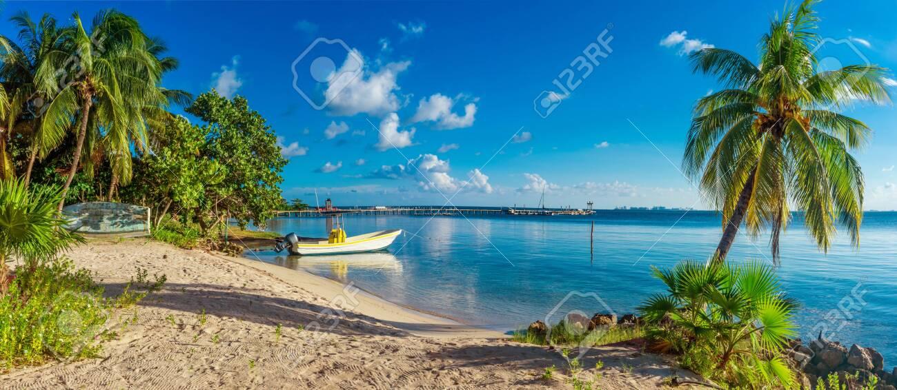 Tropical beach in caribbean sea, Yucatan, Mexico. - 125129087