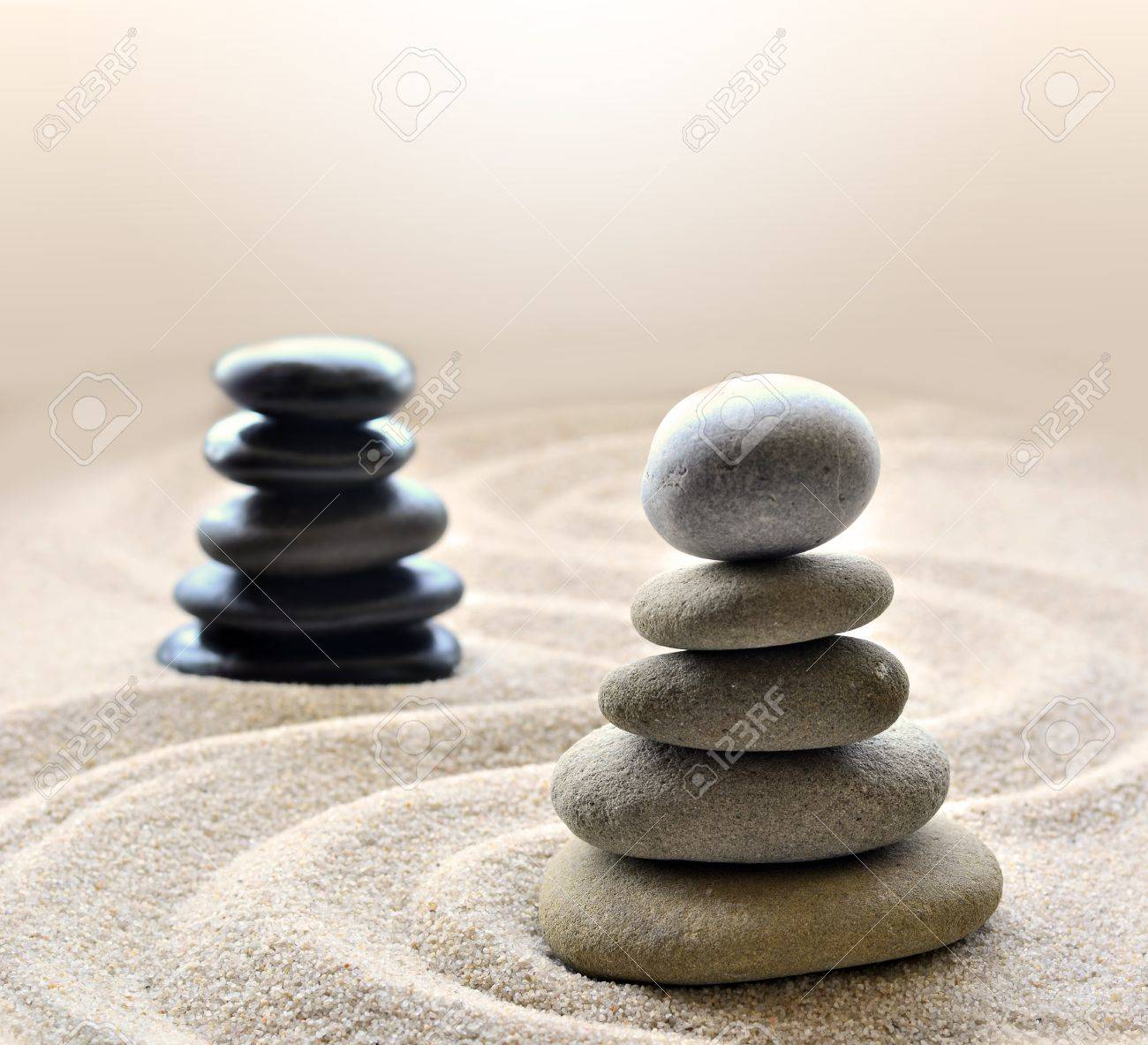 Piedras Blancas Piedras Apiladas Dentro De Circulo Con Comision En