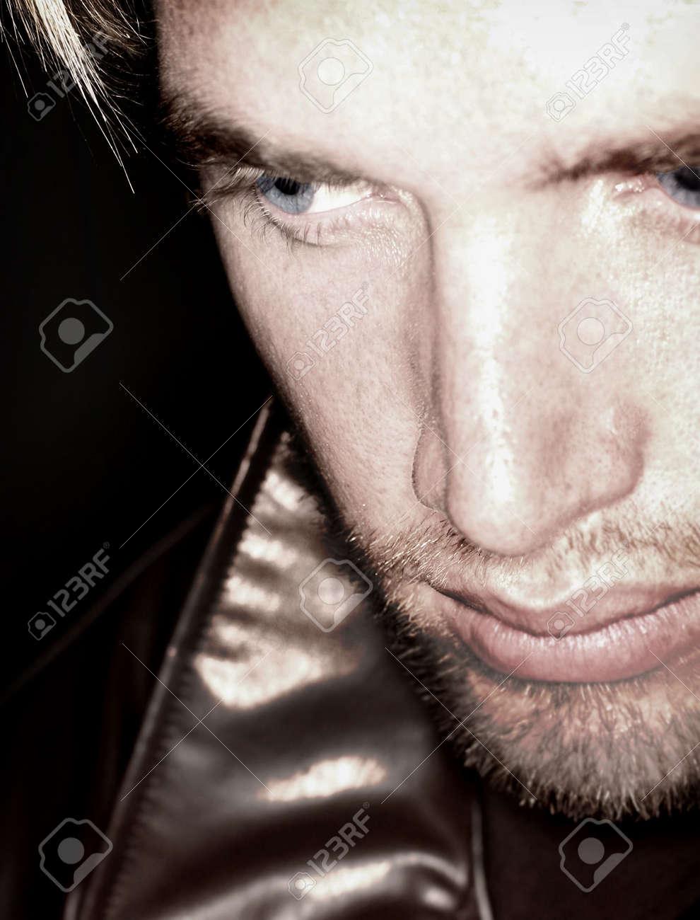 Blonden Haaren Und Blauen Augen Mann Sucht Ausschalten Und Ab In Die