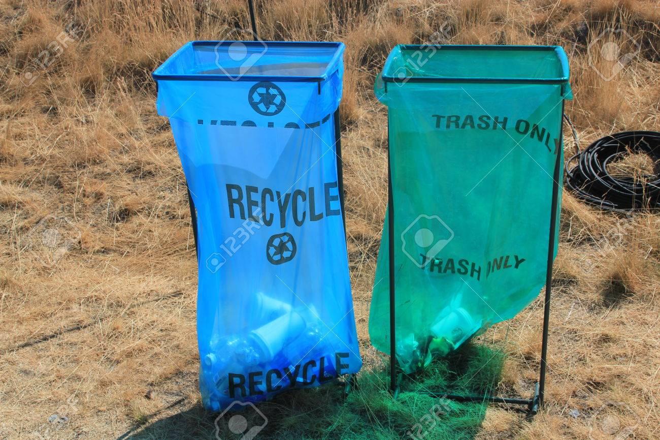 Reciclaje Verde La Basura Bolsa Solamente Pública Contenedores Ve Azul Plástico Los De En Y Se Desechables Con Para El Como Una Z8nPXN0wOk